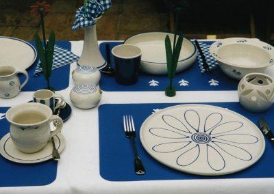Gedeckter Tisch, Geschirr weiß-blau