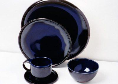 Geschirr-schwarz-blau