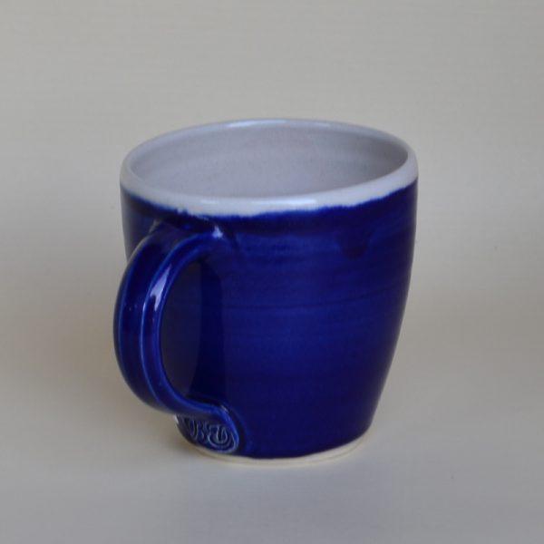 Kaffeehaferl, bauchig, dkl.-blau, innen weiß
