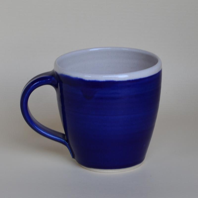 kaffeehaferl bauchig dkl blau innen wei klein keramik barbara englisch. Black Bedroom Furniture Sets. Home Design Ideas
