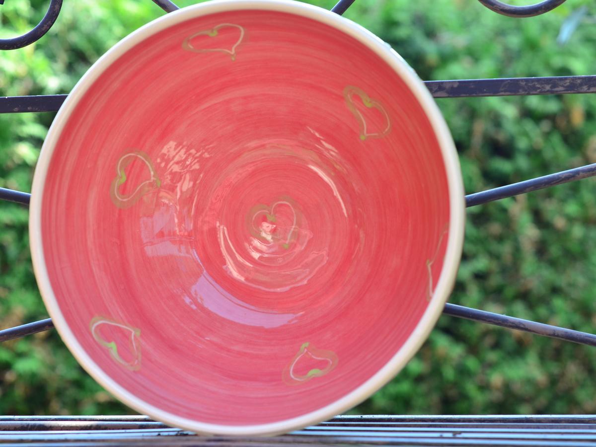 sch ssel rot 23cm mit gr n unterlegten herzerl keramik barbara englisch. Black Bedroom Furniture Sets. Home Design Ideas