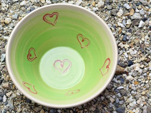 Weitling grün, Ø 17,8 cm, mit rot unterlegten Herzerl