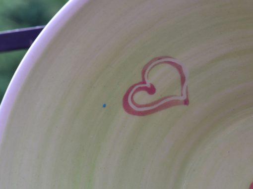 Weitling grün, Ø 21 cm, mit rot unterlegten Herzerl